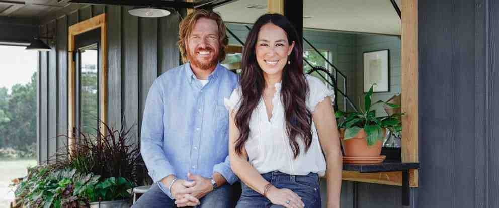 /life/chip-and-joanna-gaines-inside-their-farmhouse/img/chip01_MobileImageSizeReigNN.jpg